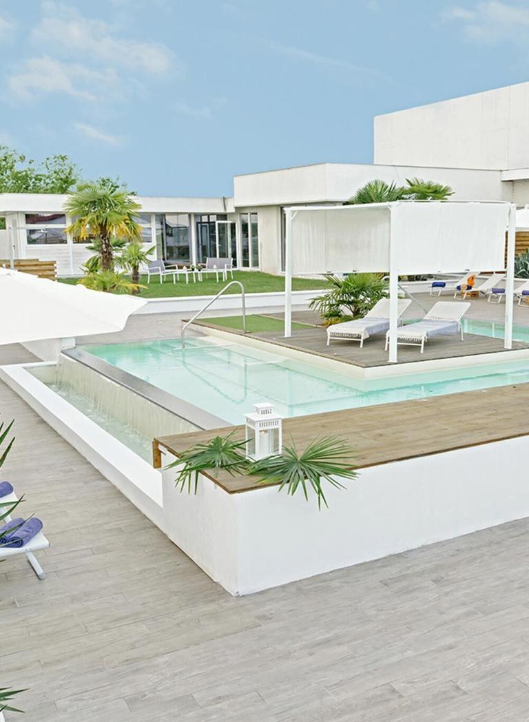 pool-entry